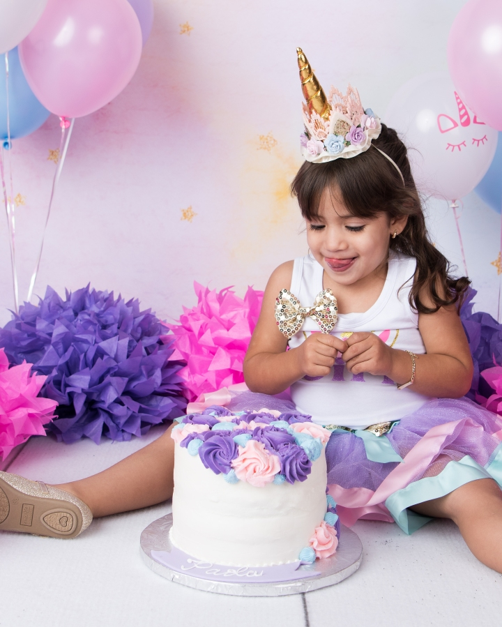PAOLA TURNS THREE! | UNICORN CAKE SMASH